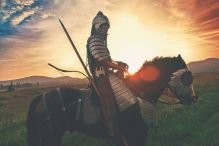 knight-2565957__480